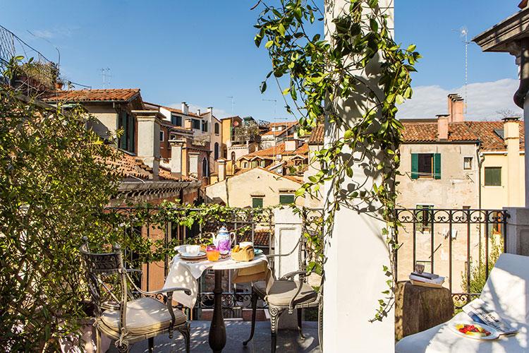 Palazzina Grassi - Venezia: Junior suite with terrace