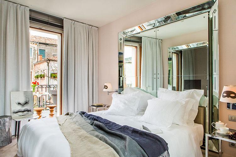 Palazzina Grassi - Venezia: Signature Grand Canal suite-Breakfast-on-balcony
